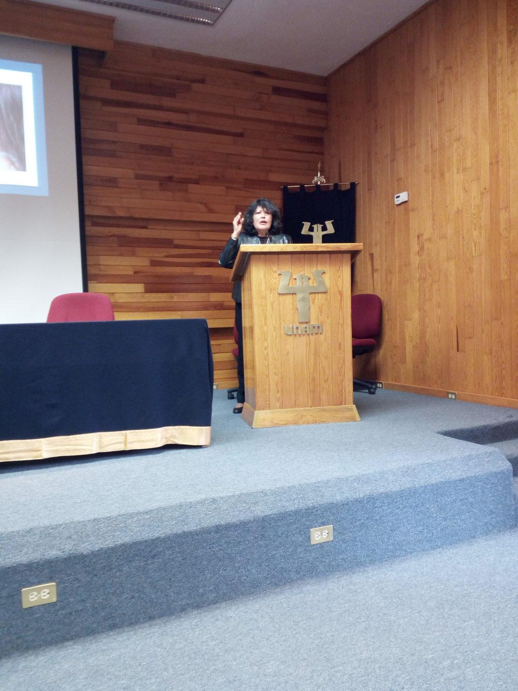 """404. Dra. Laura Evelia Torres """"Paternidad, lenguaje y familia"""" (Entrevista y conferencia, Facultad de Psicología)"""